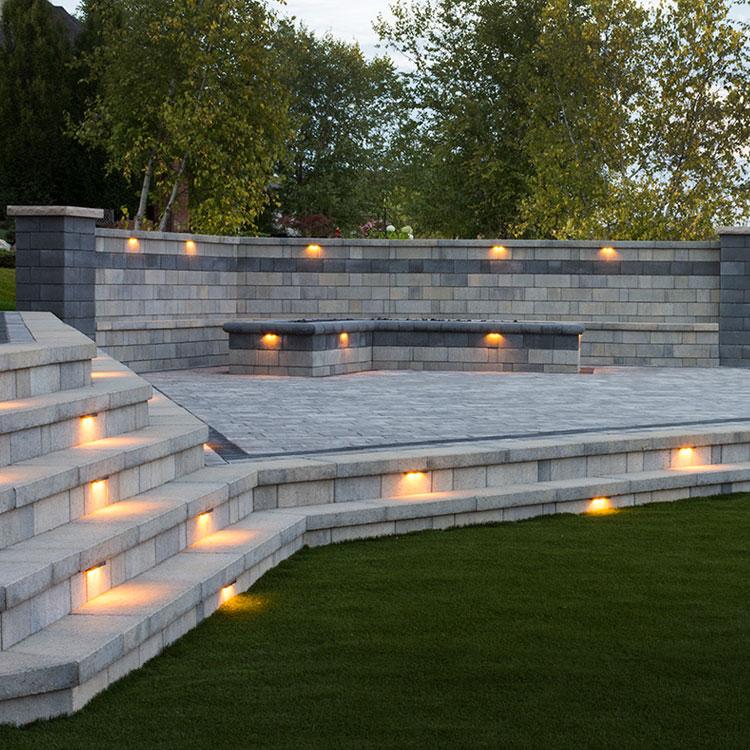 Stonegate Contemporary Landscape Wall in Granite City Blend