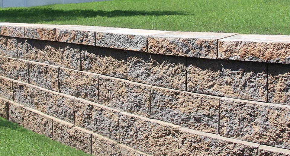 outdoor-wall-garden-retaining